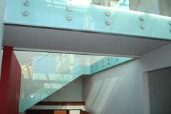 Double disk balustrade fixing